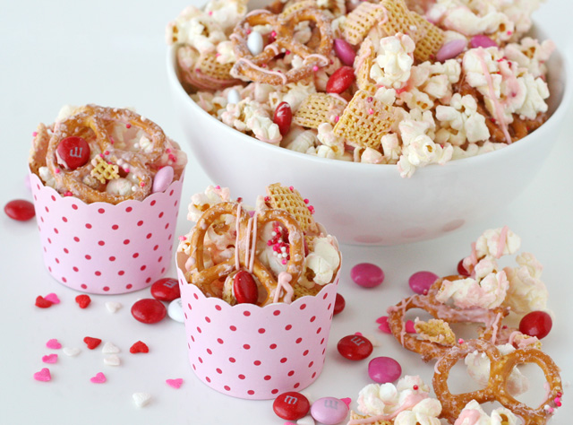 Valentines snack mix