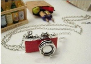 retro-camera-necklace